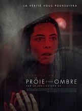 La Proie d'une ombre: Une jeune veuve découvre les secrets troublants de son mari récemment décédé...