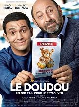 Le Doudou: Michel a perdu le doudou de sa fille à l'aéroport de Roissy. Il dépose un avis de recherche avec une récompense.