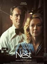 The Nest: Dans les années 1980, Rory, un ancien courtier devenu un ambitieux entrepreneur, convainc Allison, son épouse américaine, et leurs deux enfants de quitter le confort d'une banlieue cossue des États-Unis pour s'installer en Angleterre, son pays de naissance.